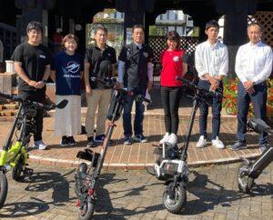 参加企業と伊豆市長の記念撮影風景